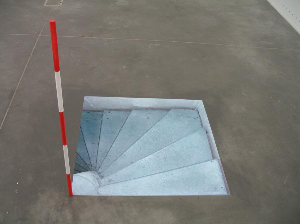 Escalier, Tirage sur PVC et tuteur PVC. 90 x 90 x 90 cm, 2007.